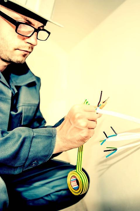 Suivez la formation adéquate pour devenir un électricien compétent !